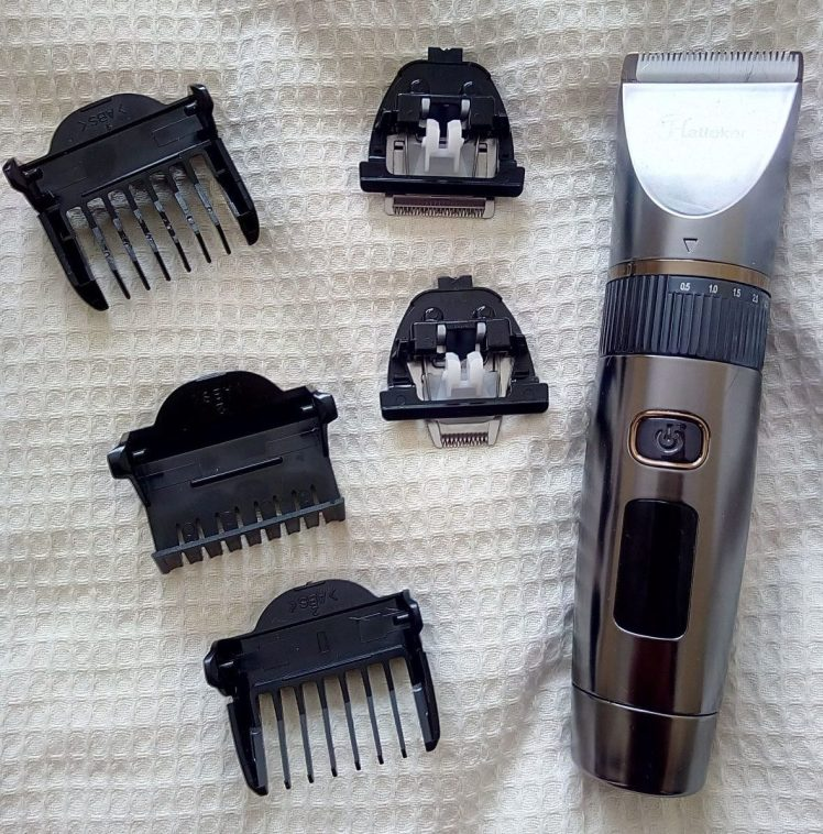 Hairclippers with a few accessories